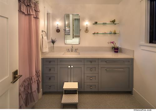 Sophisticated Mountain Transitional Girl's Bathroom