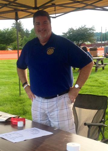 Walt Downes, Past President Ionia Rotary Club @Uncle Sam Jam