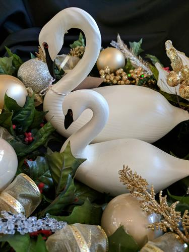 Swans - decorative, jewelry, clothing - make us your swan headquarters