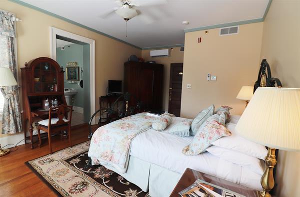 Guest Room-Delphinium Room