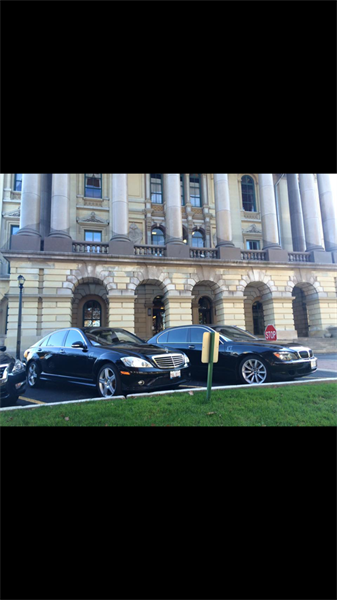 Sedans waiting at the Capital for their clients