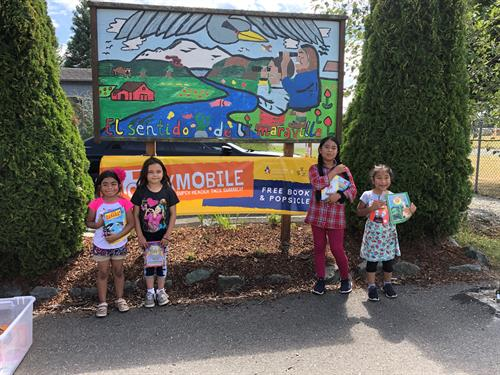 Gallery Image Bookmobile_all_smiles.jpg