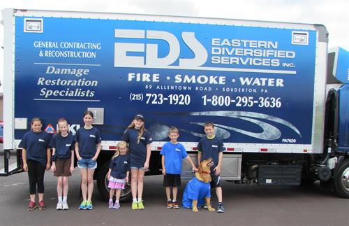 EDS Employees/Family Volunteering for Memorial Day Parade