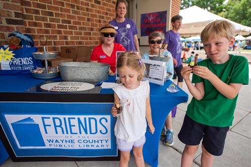 Friends of Wayne County Public Library handed out Moon pies at the 2019 Summer Learning Kickoff