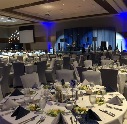 Banquets for up to 900 at rounds of eight