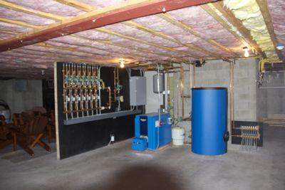 Gallery Image Community_Energy_house_repair.jpg