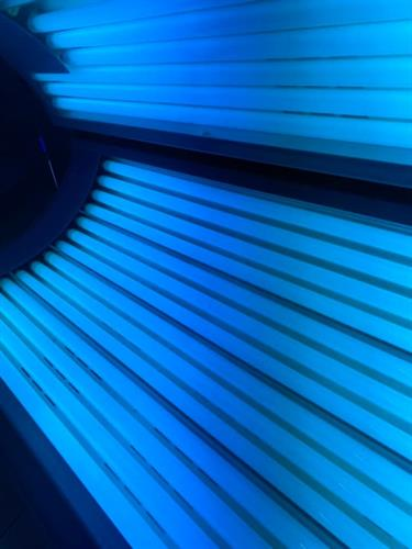 Gallery Image tanning_bed.jpg