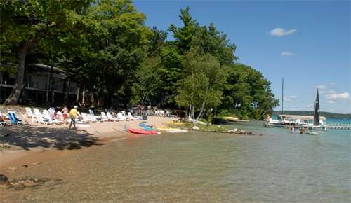 White Birch Lodge - private beach