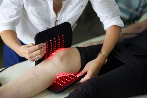 Knee pain and red light therapy