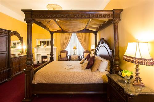 Romantic Fireplace Canopy Room