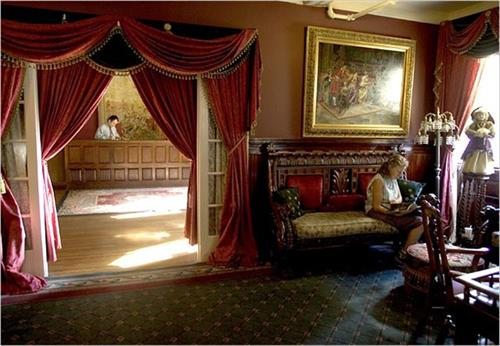 Queen Anne's Lobby & Parlor