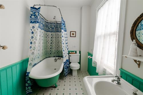 Captains Full Ensuite Bath with Antique Claw Foot Tub