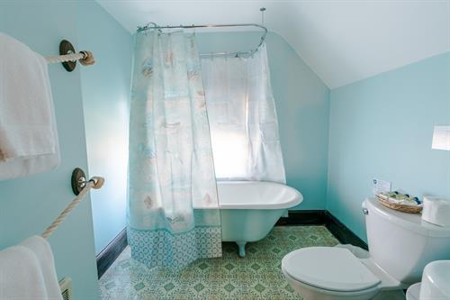 Nauset Full Private Bath with Antique Claw Foot Tub