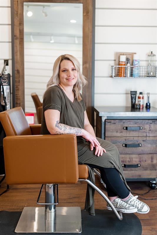 4 North Hairstylist, Marianne