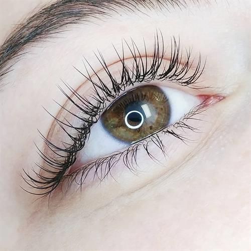 Partial Classic Set (50 Eyelash Extensions per eye)