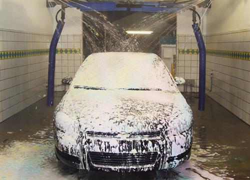 Gallery Image auto---blizzard-fully-on-black-car.jpg