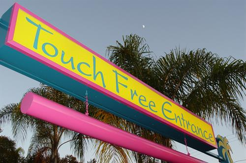 Gallery Image sign---TOUCH-FREE-ENTRANCE-ARTISTIC-MOON.jpg