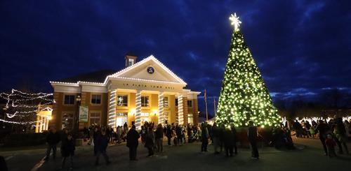 Olde Tyme Holiday Gathering and Lighting Tree Ceremony