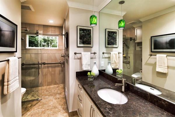 Inviting guest bathroom in Menlo Park