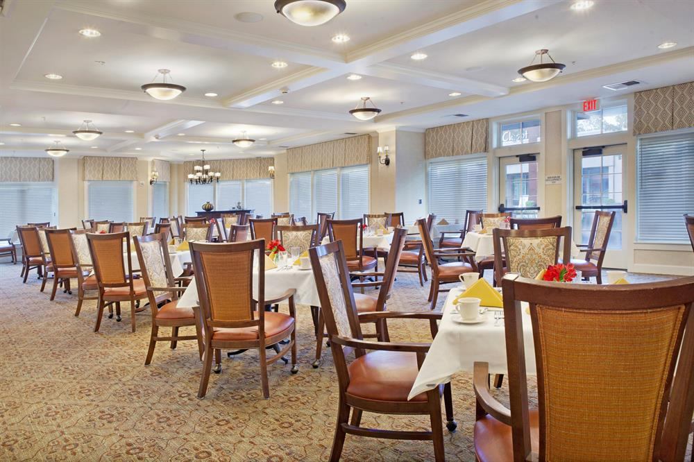Sunrise of Palo Alto dining room