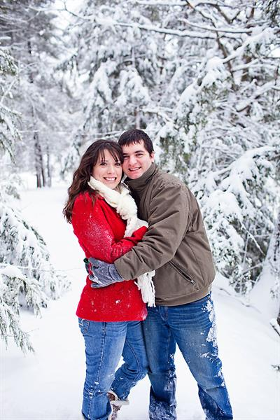 Gallery Image NH_Winter_Engagement_Session.jpg