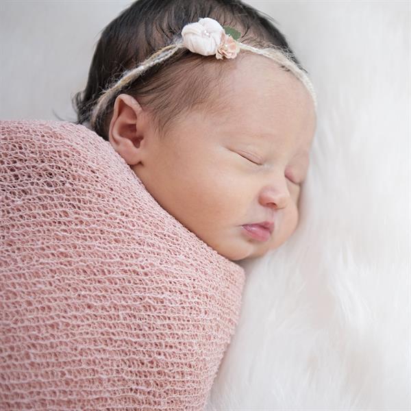 Gallery Image Notaro-Newborn_37_FNL.jpg