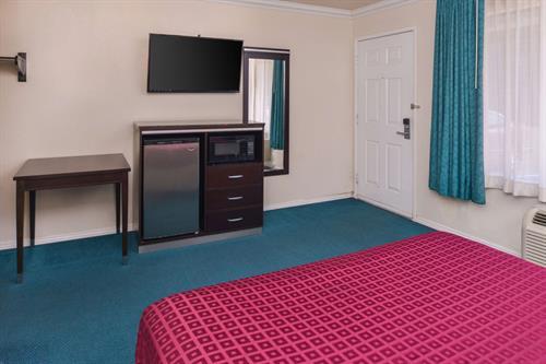 1 Queen bed set up