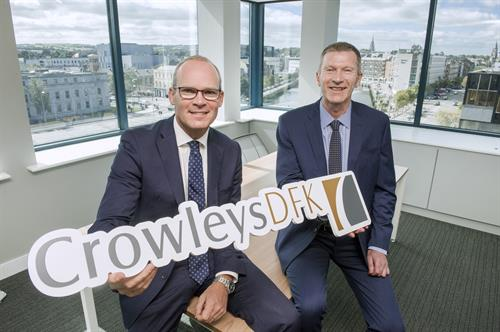 3.	An Tánaiste, Simon Coveney, pictured with James O'Connor, Managing Partner of Accountancy Firm Crowleys DFK at their Cork office celebrating the announcement of 40 new jobs.