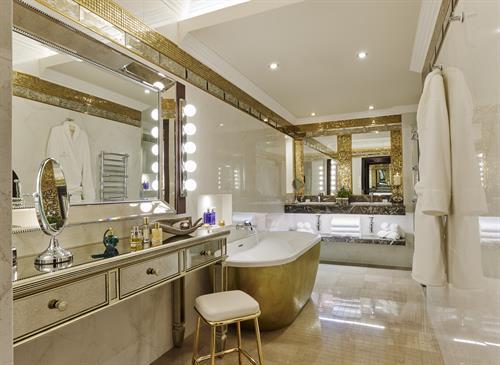 Gallery Image Grand_Suite_Bathroom.jpg