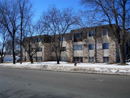 apartments close to UWRF college campus for rent