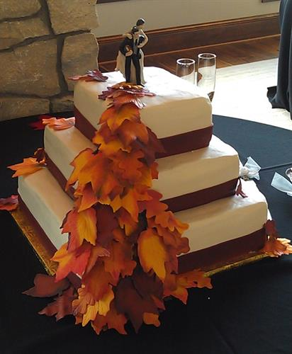 A fall wedding cake