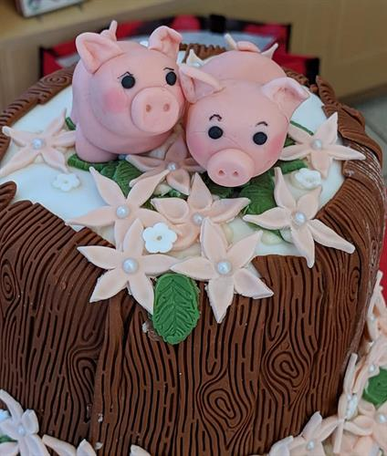 The piglet cake topper-hand made