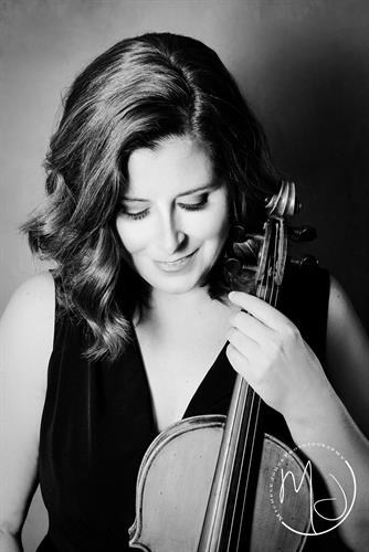 Gallery Image headshots_with_instrament._viola._violin._musician_headshot._artist_headshot_2.jpg