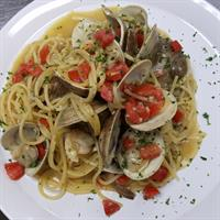 Pasta & Clams sauteed in White wine