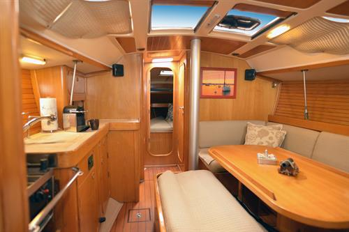 Escapade Galley, Beneteau Oceanis 390