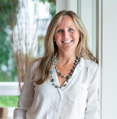 Connie Cunningham, Broker