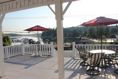 Gallery Image Quartermaster_Cottage_Deck.JPG