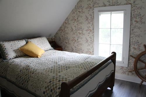Gallery Image Quartermaster_Cottage_Masterbed_1.JPG