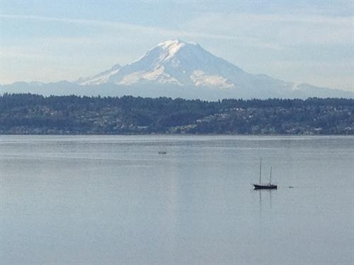The venue has unobstructed views of Mount Rainier and Puget Sound.