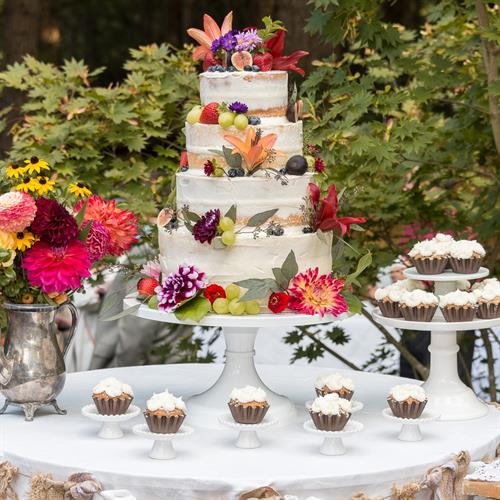 We partner with Lisa B's Sweets & Treats for delicious Wedding Cakes & Dessert Bars