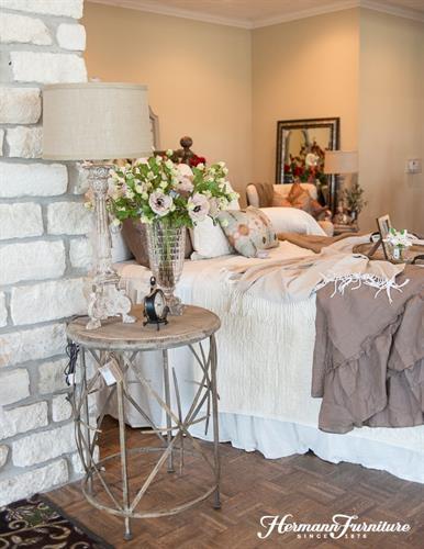 Gallery Image Simple_bedroom_design.jpg