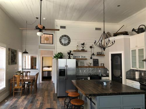 Gallery Image Holland_House_kitchen_and_table.JPG