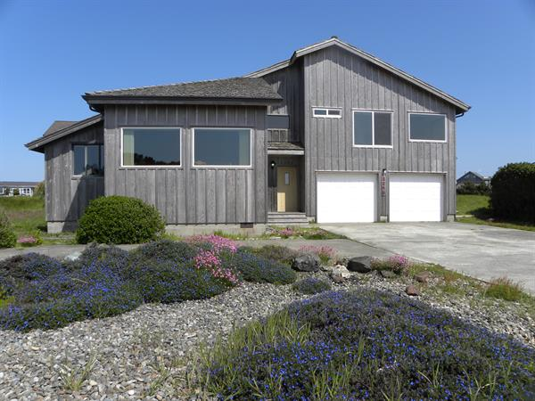 All Sunsets & Surf, by Face Rock, 4 bedrooms 3 baths and wonderful views