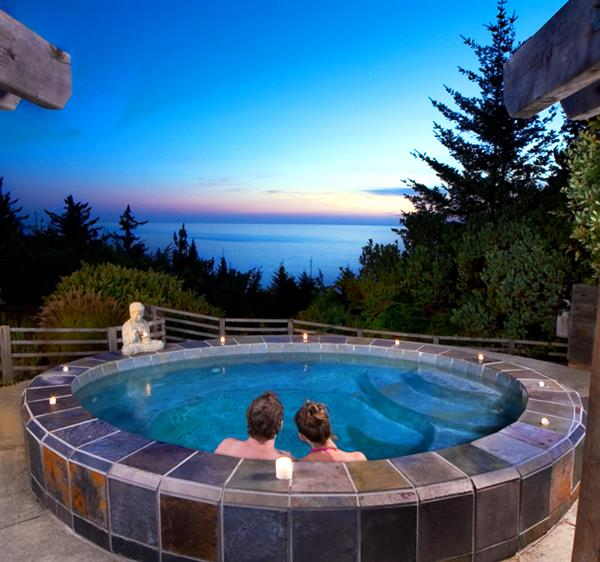 Open-air slate jetted hot tub