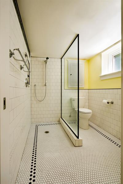 Gallery Image 10_apt-1605_bathroom_9958.jpg