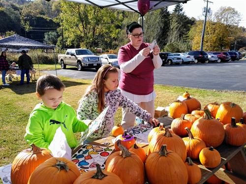 Pumpkin painting ensues during a bank branch's family community day!