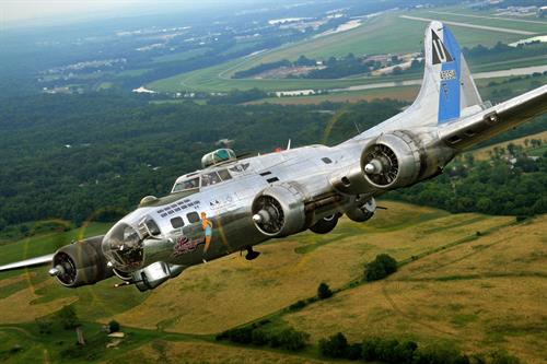 Gallery Image B-17_Sentimental_Journey_001_copy.jpg