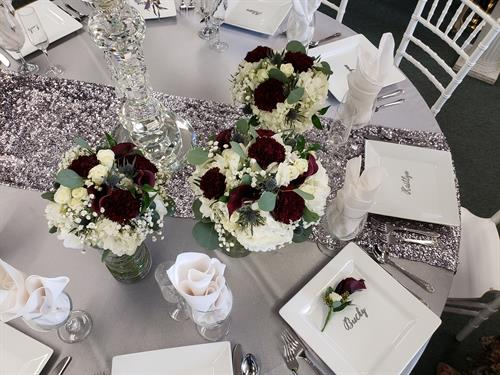 Burgundy bouquets on a silver shimmer table design