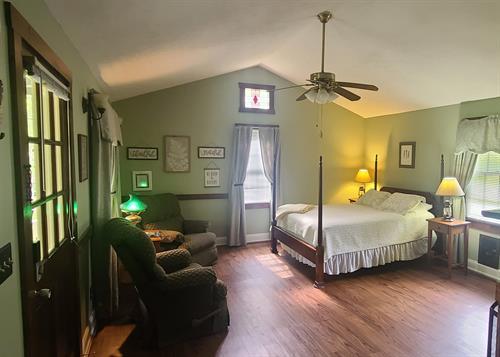 Serenity living area - 1 queen bed
