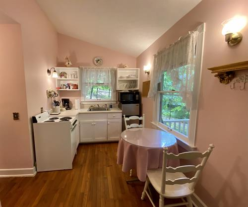 The Rose Cottage kitchen & dining area